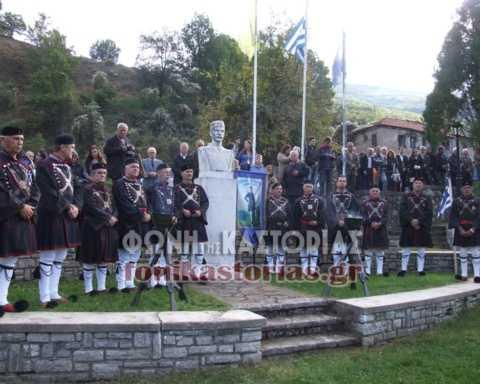Στην Π.Ε. Καστοριάς, οι φετινές εκδηλώσεις θα πραγματοποιηθούν την Τρίτη 13 Οκτωβρίου 2020, ημέρα θανάτου του ήρωα, στην πόλη της Καστοριάς και την Κυριακή 18 Οκτωβρίου στην τοπική κοινότητα Μελά, σύμφωνα με το παρακάτω πρόγραμμα: Τρίτη 13 Οκτωβρίου 2020 , πόλη Καστοριάς: Ώρα 07.00΄ π.μ.: - Όρθρος και Αρχιερατική Θεία Λειτουργία στον Ιερό Ναό Ταξιάρχη Μητροπόλεως Καστοριάς, ιερουργούντος του Σεβασμιωτάτου Μητροπολίτη Καστοριάς κ.κ. Σεραφείμ. Ώρα 09.30΄ π.μ.: - Ιερό Μνημόσυνο υπέρ αναπαύσεως του Ήρωα του Μακεδονικού Αγώνα Παύλου Μελά, στον Ιερό Ναό Ταξιάρχη Μητροπόλεως Καστοριάς, προεξάρχοντος του Σεβασμιωτάτου Ποιμενάρχη μας κ.κ. Σεραφείμ. Ώρα 09.45΄ π.μ.: - Επιμνημόσυνη Δέηση στο Μνημείο του Παύλου Μελά. - Κατάθεση στεφάνων στο Μνημείο του Παύλου Μελά (περιοχή Μητροπόλεως) από τους εκπροσώπους των Πολιτικών και Στρατιωτικών Αρχών και οποιονδήποτε άλλον θελήσει να τιμήσει την εορτή, κατόπιν συνεννοήσεως με το Γραφείο του Αντιπεριφερειάρχη Π.Ε. Καστοριάς (2467350216), το αργότερο έως τις 09 Οκτωβρίου. Κυριακή 18 Οκτωβρίου, Τοπική Κοινότητα Μελά Ώρα 07.30΄ π.μ.: - Όρθρος και Αρχιερατική Θεία Λειτουργία στον Ιερό Ναό Αγίου Ευσταθίου της Τοπικής Κοινότητας Μελά, ιερουργούντος του Σεβασμιωτάτου Μητροπολίτη Καστοριάς κ.κ. Σεραφείμ. Ώρα 10.30΄ π.μ.: - Ιερό Μνημόσυνο υπέρ αναπαύσεως του Ήρωα του Μακεδονικού Αγώνα Παύλου Μελά, στον Ιερό Ναό Αγίου Ευσταθίου της Τοπικής Κοινότητας Μελά, προεξάρχοντος του Σεβασμιωτάτου Ποιμενάρχη μας κ.κ. Σεραφείμ. Ώρα 11.00΄ π.μ.: - Επιμνημόσυνη Δέηση στο Μνημείο του Παύλου Μελά. - Ομιλία για τον εορτασμό της ημέρας από τον Πρόεδρο του Πανελληνίου Συλλόγου Απογόνων Μακεδονομάχων «Ο Παύλος Μελάς» κ. Μιχαήλ Παπανούση. - Κατάθεση στεφάνων από τους εκπροσώπους των Πολιτικών και Στρατιωτικών Αρχών και οποιονδήποτε άλλον θελήσει να τιμήσει την εορτή, κατόπιν συνεννοήσεως με το Γραφείο του Αντιπεριφερειάρχη Π.Ε. Καστοριάς (2467350216), το αργότερο έως τις 15 Οκτωβρίου. - Ωδή στον Ήρωα Παύλο Μελά από μέλη της χορωδίας του Πολιτιστικού Συλλόγου Καστορι